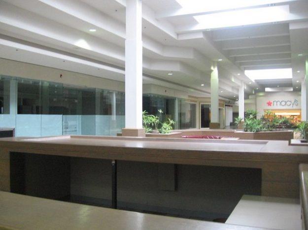 T e d i u m: dead malls morph to artistic frontiers (vaporwave)