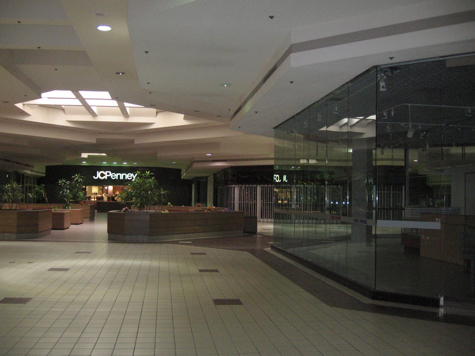 Summit Mall Stores >> summit_place_mall_defying_retail_patterns