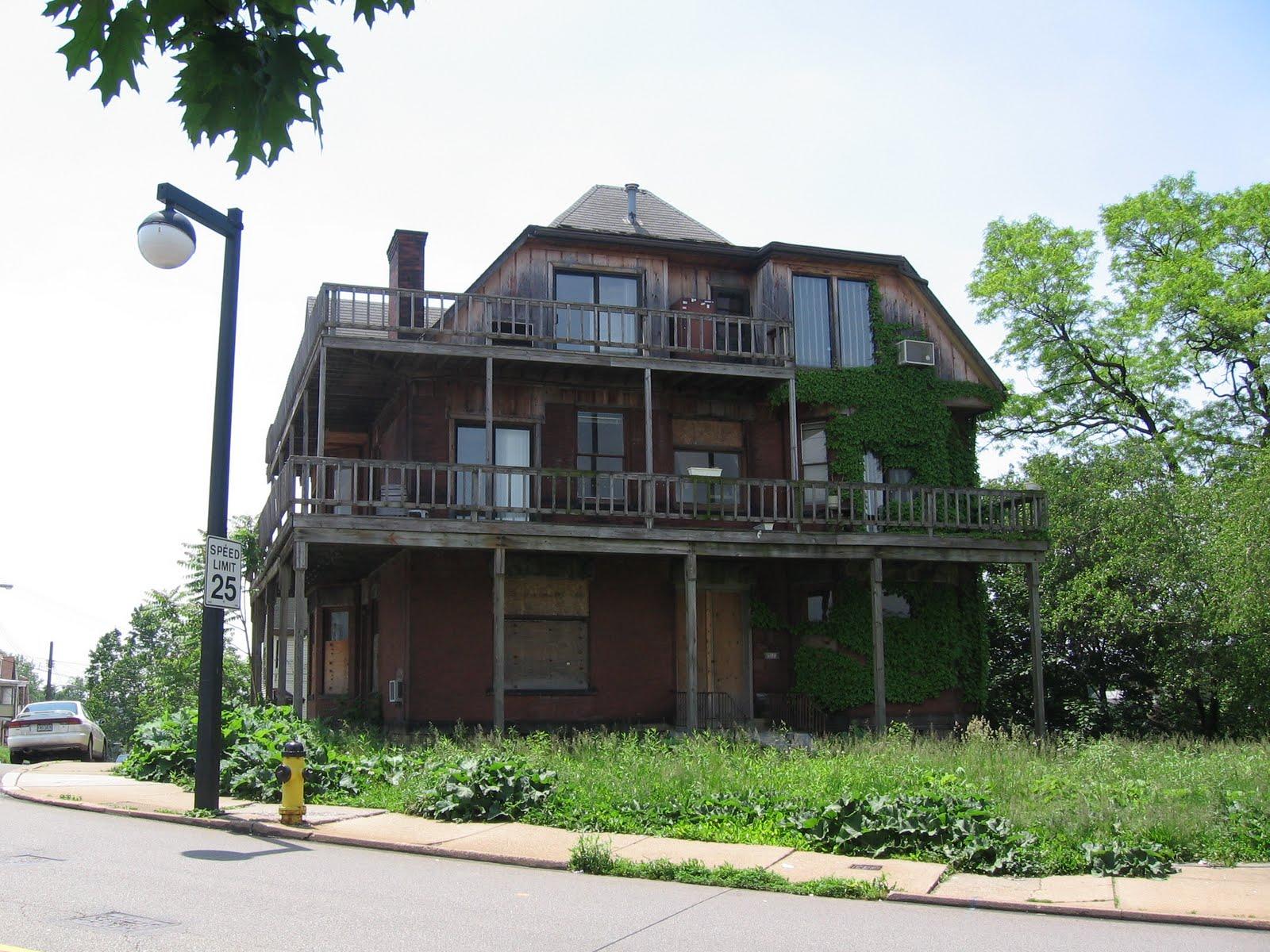 Housing on Mount Washington 2006